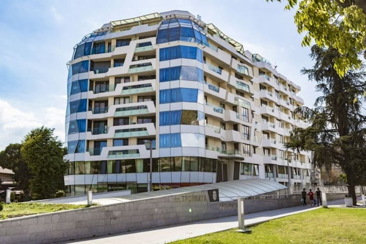 ☼Sunny & Quiet 2 Bed - City Center & Beach☼