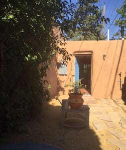 Nob Hill area One Bedroom One Bath - Albuquerque - Guesthouse