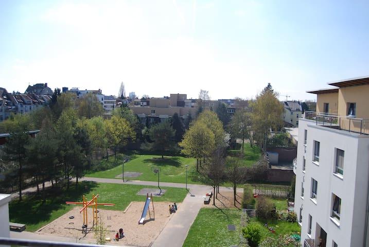 Blick ins Grüne aus der Wohnung