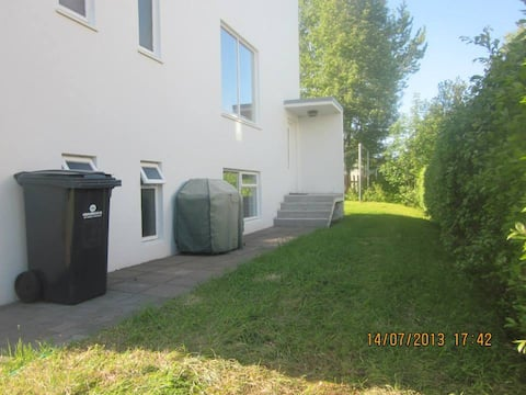 Very cozy apartment with private parking.