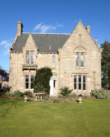 PRIVATE VICTORIAN HOUSE IN VILLAGE - Eyemouth