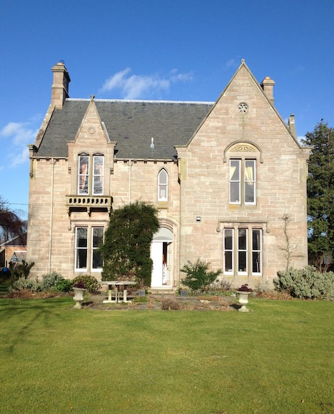 PRIVATE VICTORIAN HOUSE IN VILLAGE of AYTON