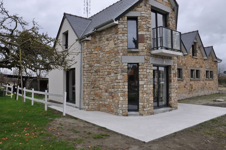 mont saint michel 2 kilometres - Beauvoir - House