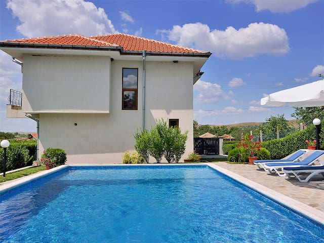 Villa Linda - Sunny Beach area - Bryastovets - Dům