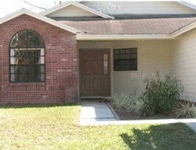 Nice suburban house in a convenient Tampa location