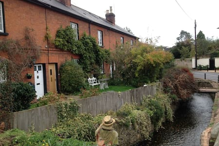 Terraced red brick village cottage. - East Budleigh - 住宿加早餐