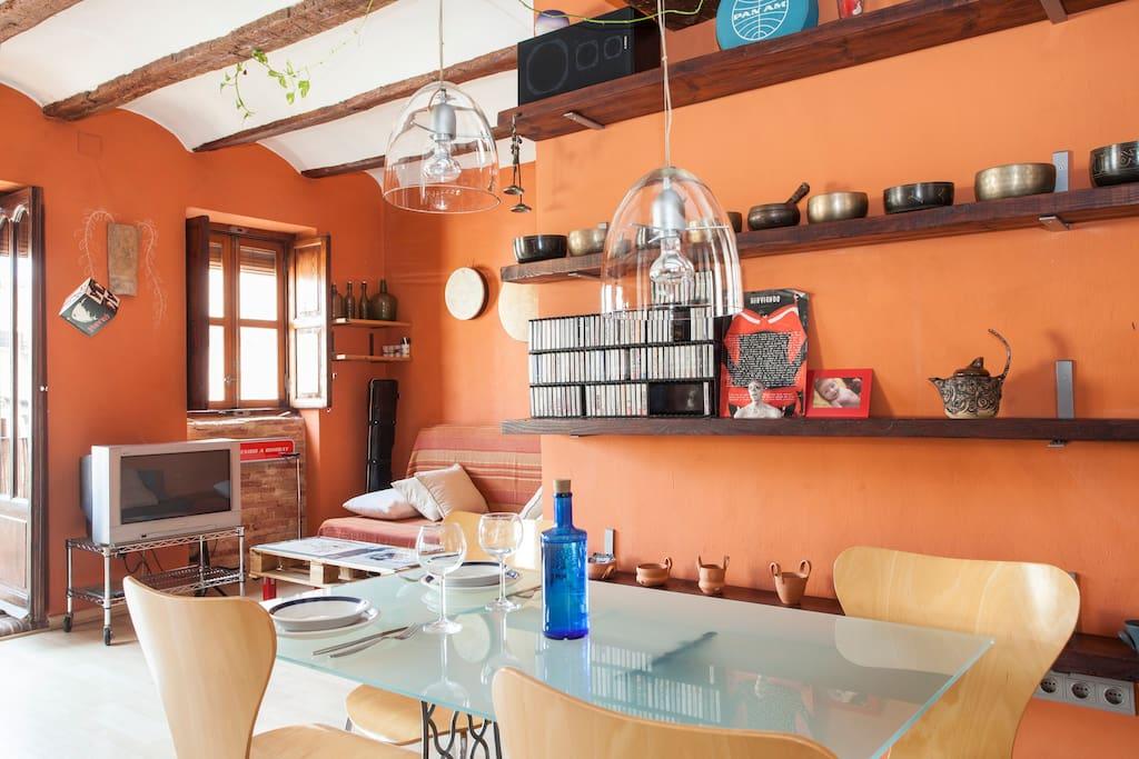 Sunny loft in the old city of valencia wi fi lofts for - Singular kitchen valencia ...