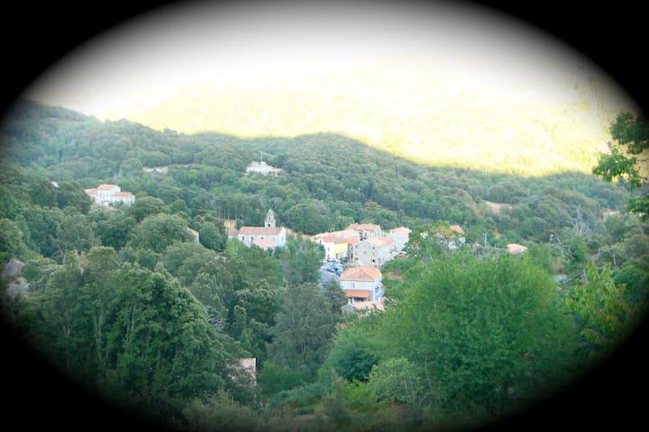 vue sur le village de Campo