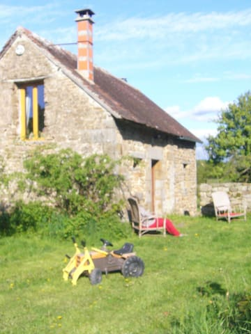 The small holiday cottage  - Sainte-Honorine-la-Chardonne - Dom
