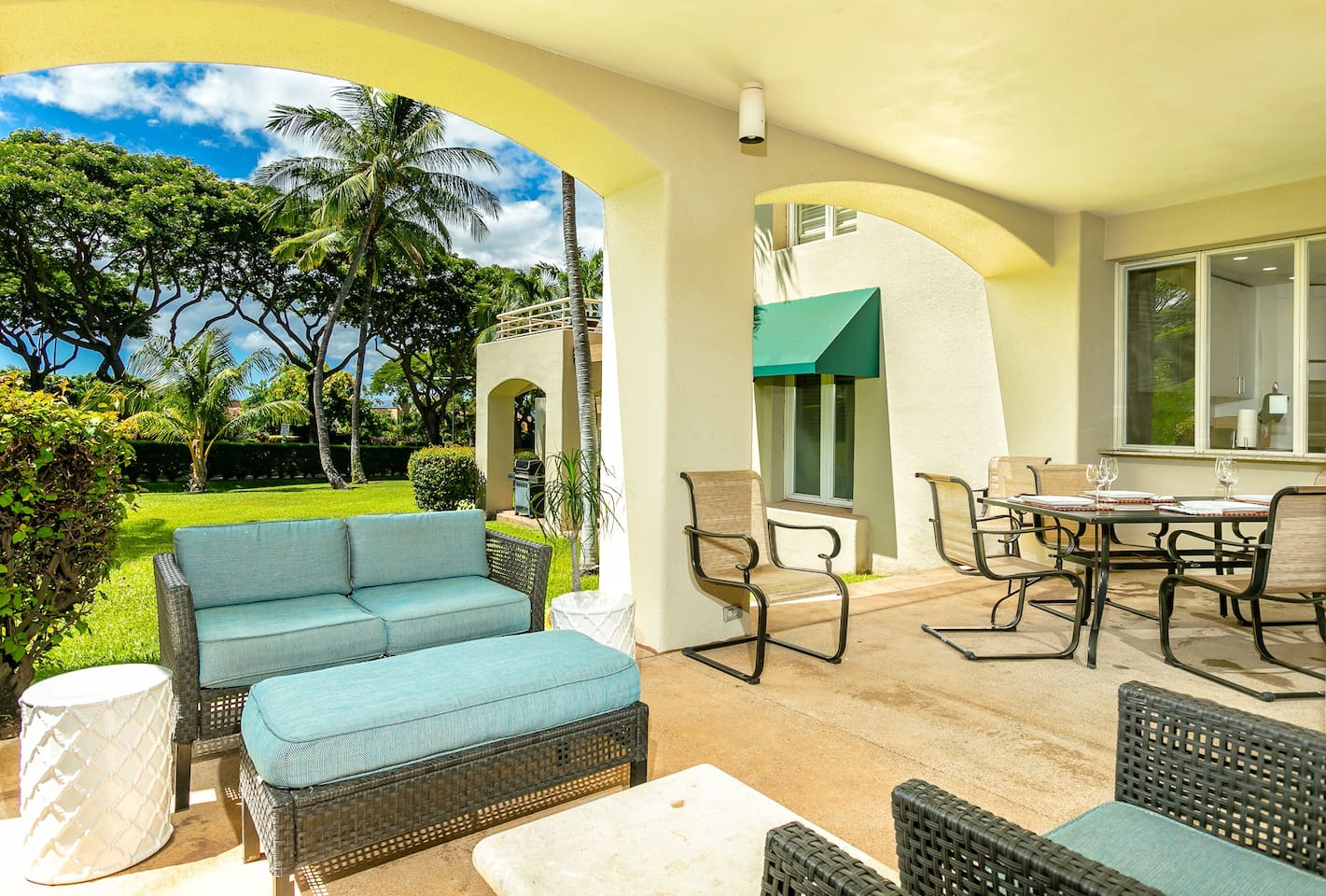 Palms at Wailea  609-Large Lanai with beautiful garden views and peaks of the ocean