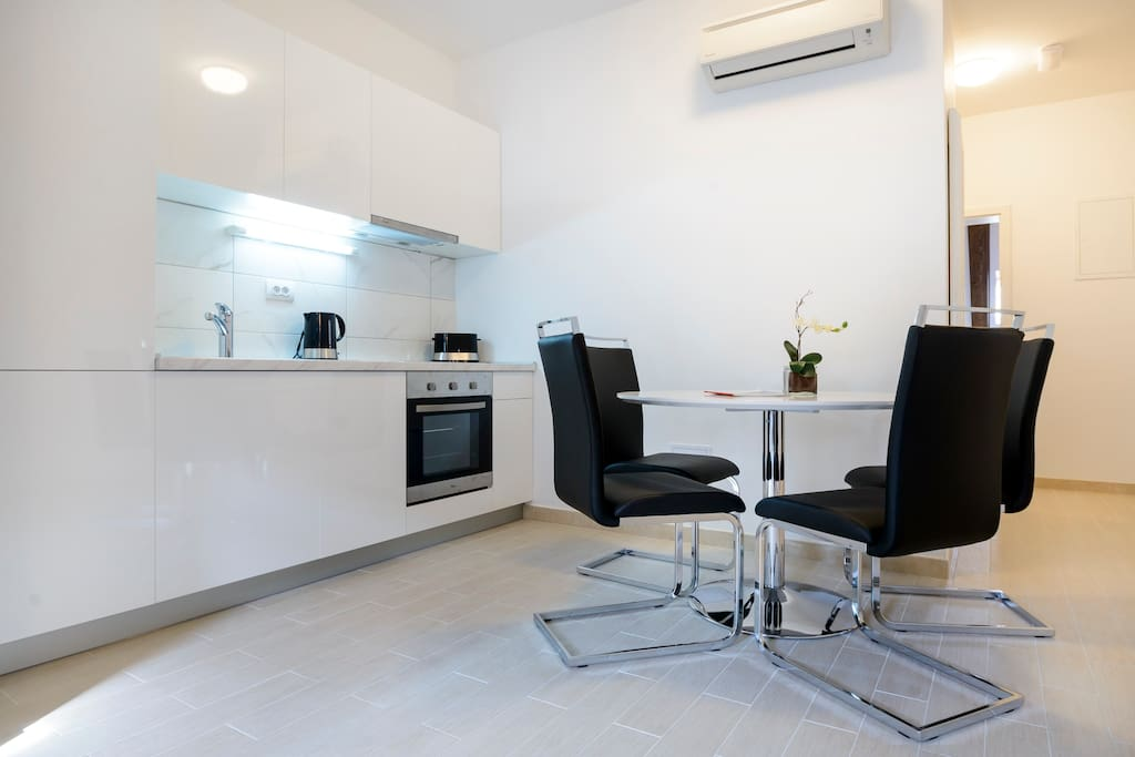Dining area & fully equipped kitchen