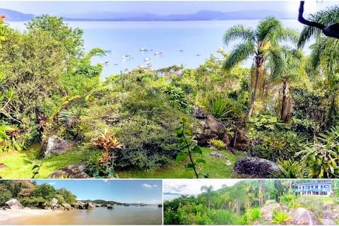 Refúgio verde com praia, vista espetacular e wifi