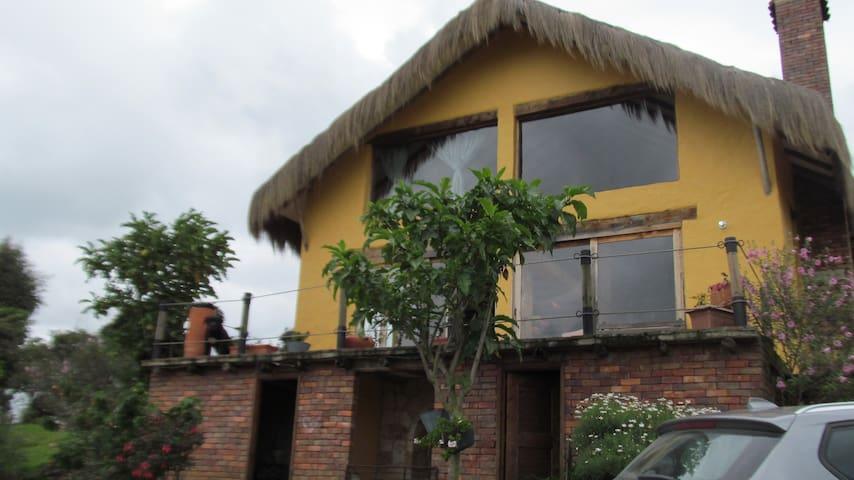 Hermosa Casa Chalet en finca Tabio - Tabio - Cabana
