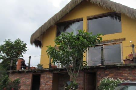 Hermosa Casa Chalet en finca Tabio - Mökki