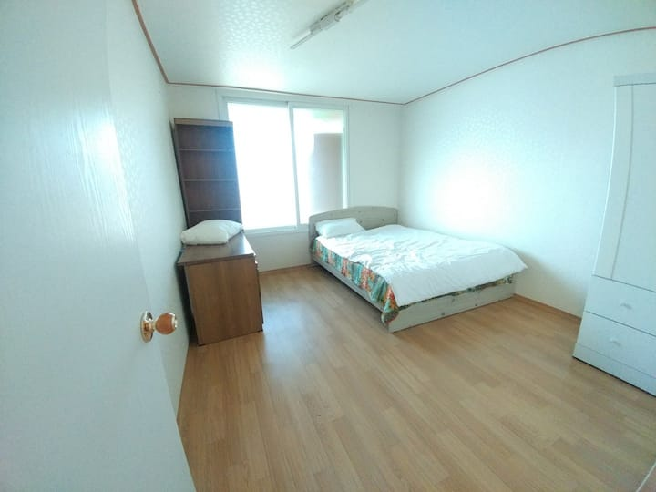 WeonJu CheongSol apt. Cozy and quiet 3 bedrooms.