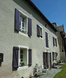 """Villa """"ELIA"""" Chambres d'Hôtes - Sauveterre-de-Rouergue"""
