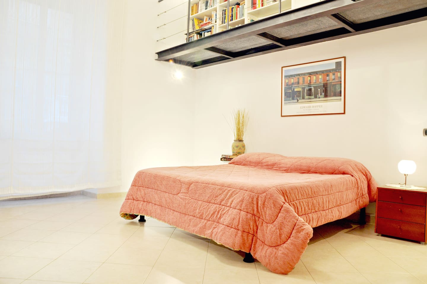 The main bedroom, equipped with  a 210 cm. King size bed.