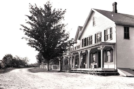 The Historic Vreeland Store: Charles Suite