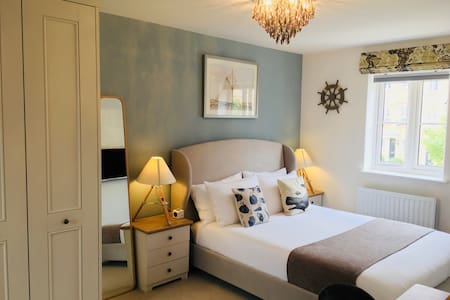 Cosy En-suite room  in Bicester 双人间