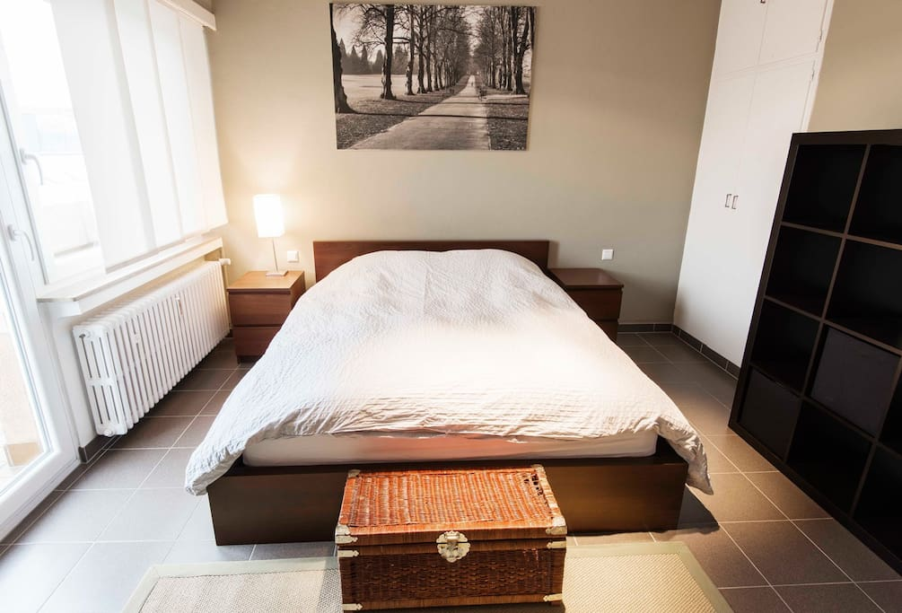 Master bedroom with 160x200cm bed and storage