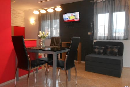 Family apartments- studio 2+1 center - Makarska
