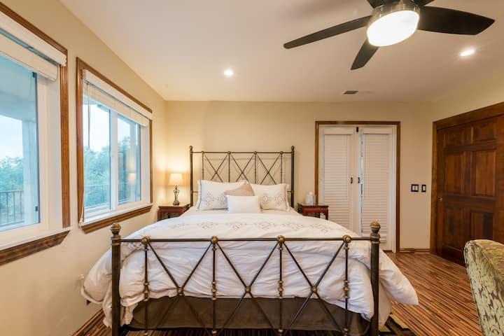 Private studio in Los Altos Hills (Picaflor unit)