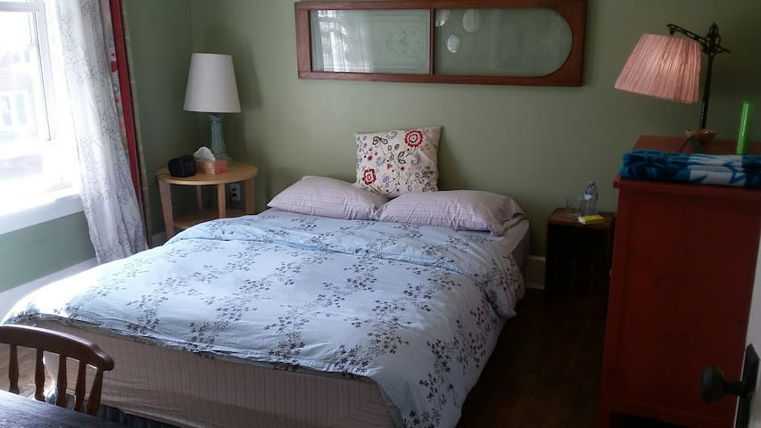 Great Room & Amenities in  Downtown Kitchener