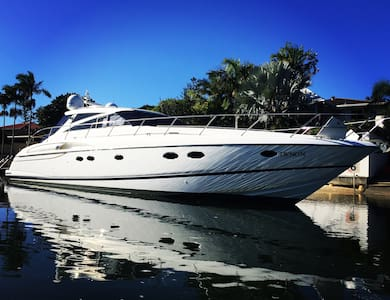 Luxury yacht  Gold coast / Isle of Capri - Surfers Paradise