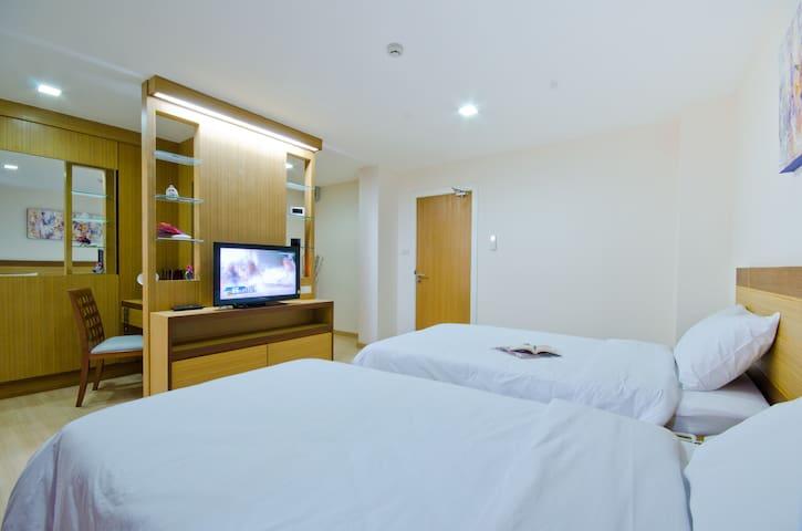 Kozy Inn Service Apartment/ Executive Twin