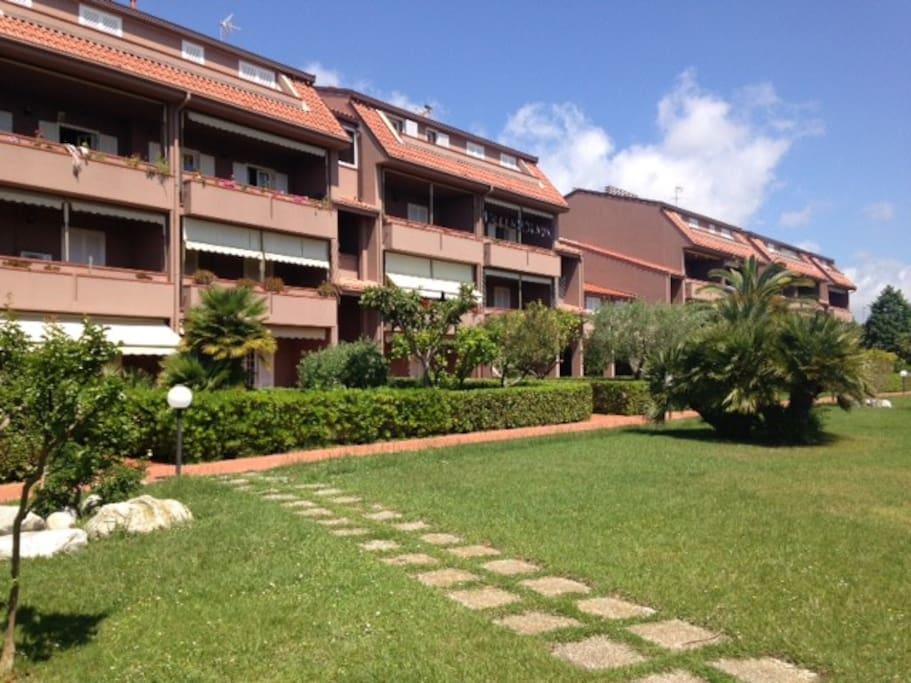 Loano accogliente bilocale con piscina appartamenti in for Case loano affitto