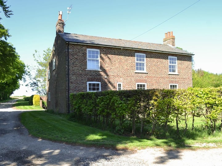 The Hind House (UKC3891)