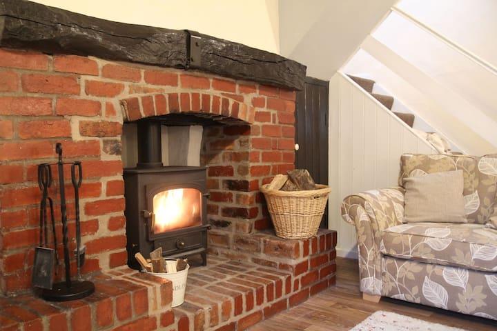 Village cottage with wood burner, nr Keswick: BH2