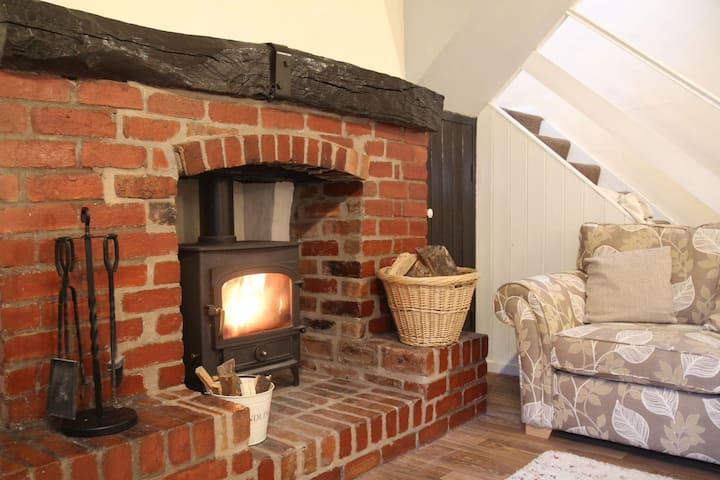 Relax in spacious village cottage with woodburner