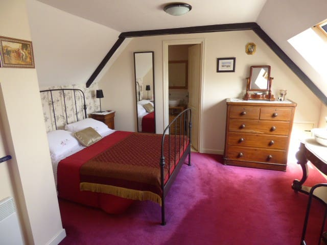 Chambre 3 - Large Family Room with Ensuite
