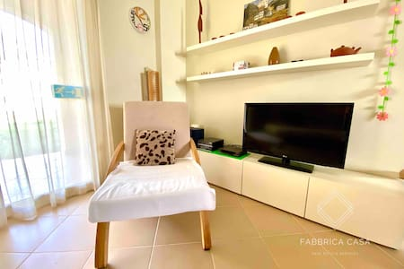 Cosy 3 BR family apartment by the sea