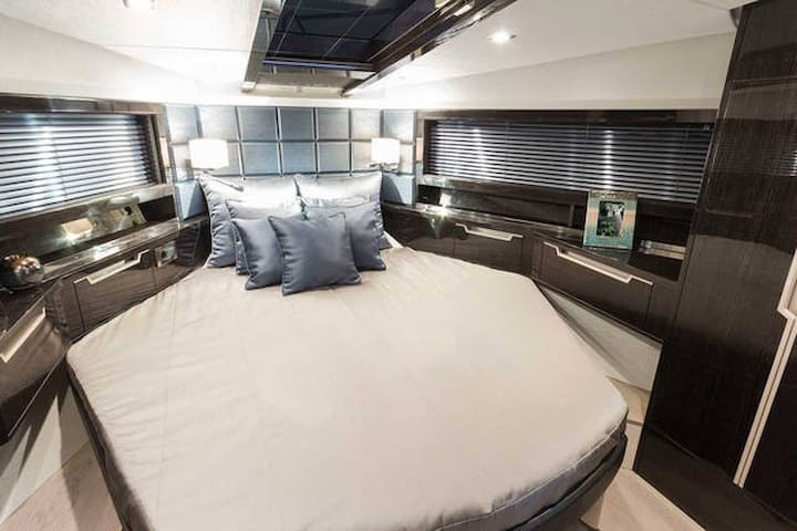 Brand New 49ft 3bed 2bath Yacht Downtown   Chicago   Boat. Top 20 Chicago Boat  Yacht and Houseboat Rentals   Airbnb Chicago