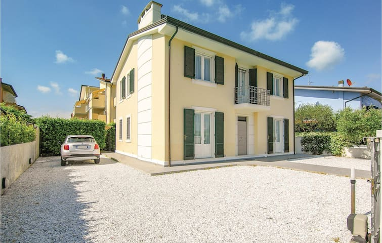 Holiday cottage with 4 bedrooms on 180m² in Torre del Lago Puccini