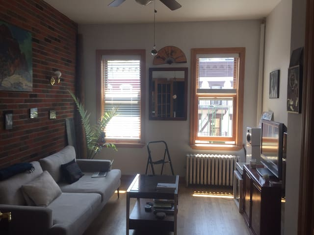Charming 1 Bedroom in center of East Village