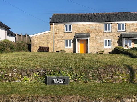 Cornish Cottage - close to St.Ives, rural setting.