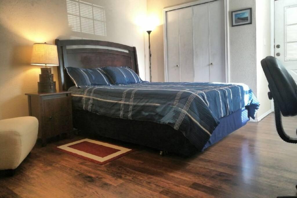 Bed / Closet