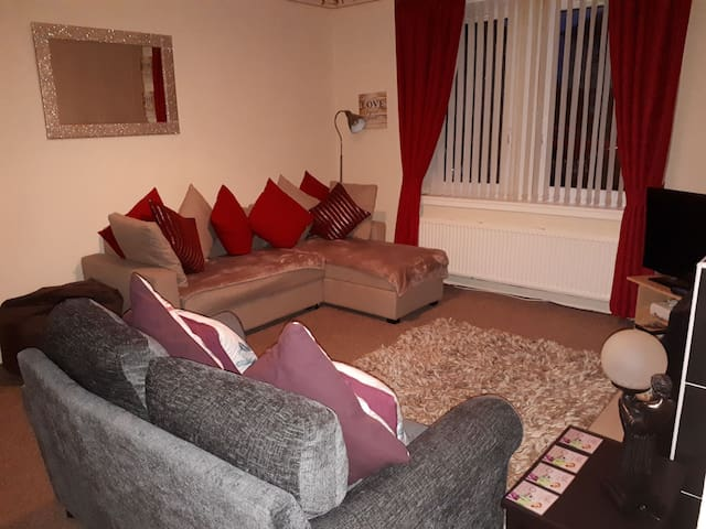 2 Bedroom Ground Floor Flat HAMILTON