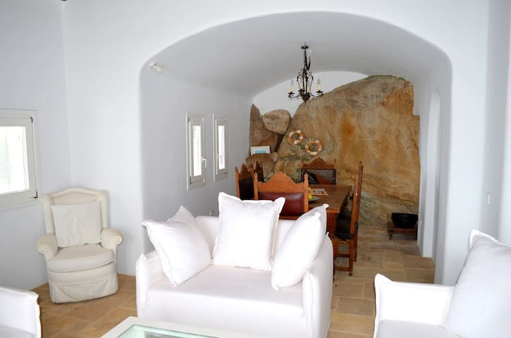Mykonos 4 Bedroom Villa with unlimited Sea View - Agios Ioannis Diakoftis - Villa