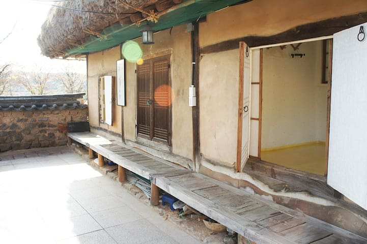 하회마을 수백재 사랑채 윗방