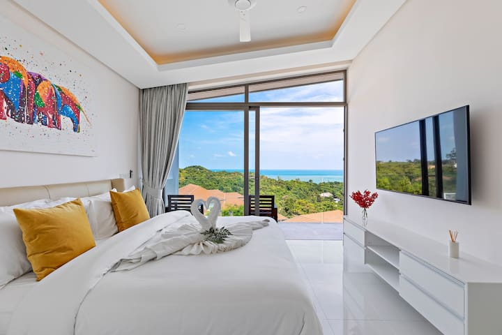 Bedroom 2 with full sea view