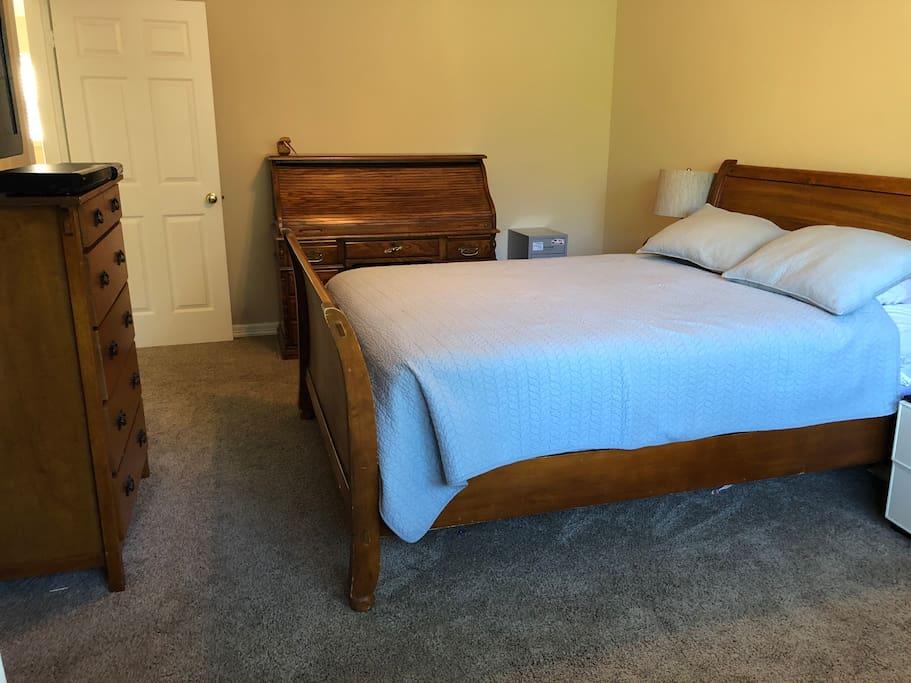1st Bedroom - Queen