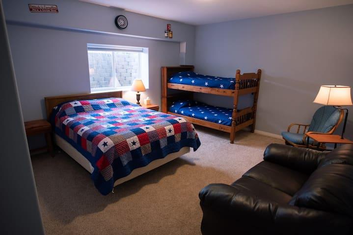 Bedroom 2 sleeps 4