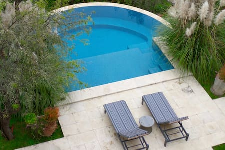 Luxury Hideaway, Pool, Centro, 5 STAR REVIEWS!