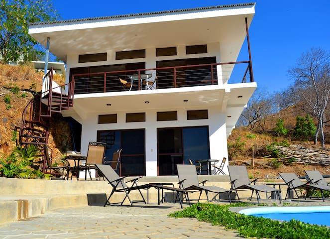 Luxurious Condo 5 Min Walk to beach, Private pool - San Juan del Sur - Apto. en complejo residencial