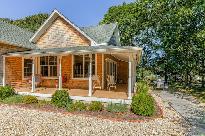 Dog-friendly waterfront home w/ a dock & access to Long Island Sound