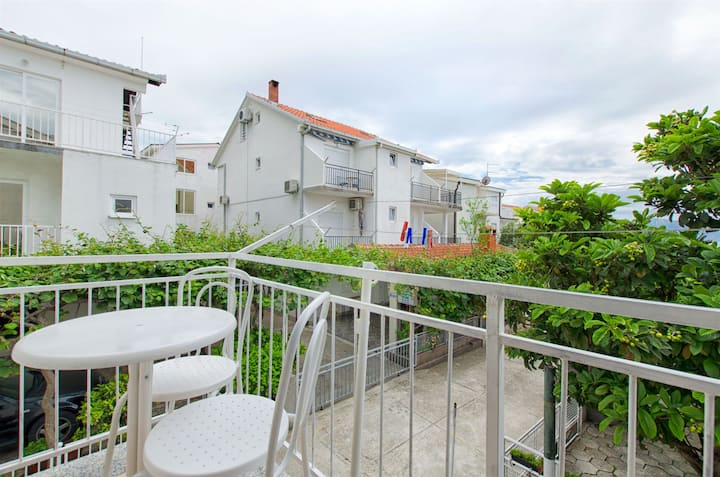 One bedroom Apartment, 100m from city center, seaside in Podaca, Balcony